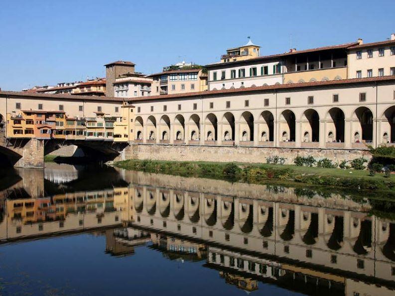 Галерея Уффици во Флоренции - Вид со стороны реки